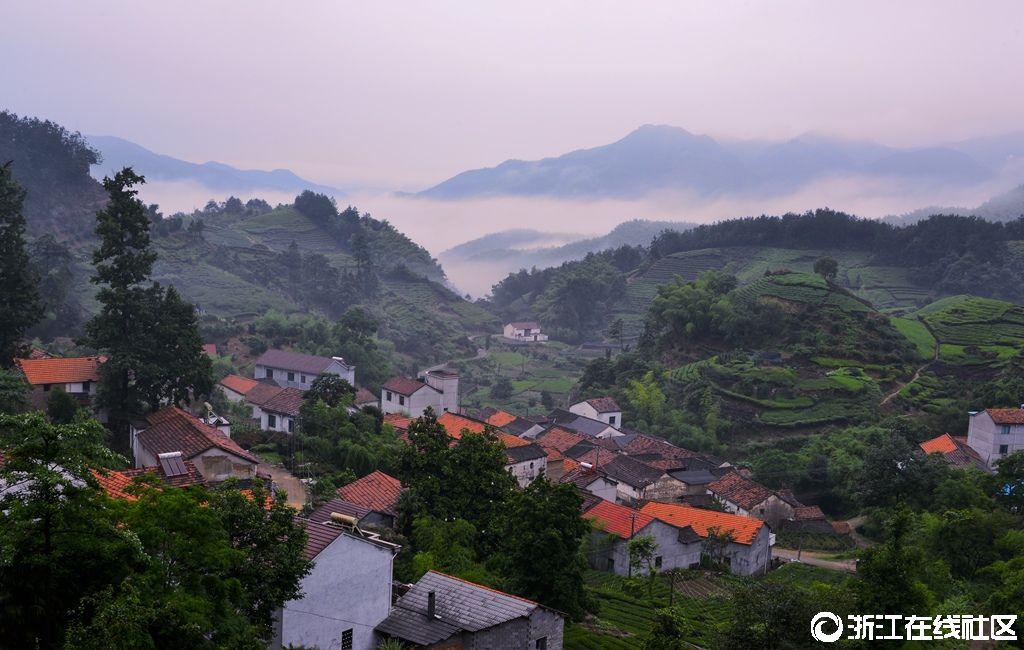 宁静的小山村