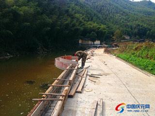 大泽村防洪堤仿古护栏项目建设紧张施工中