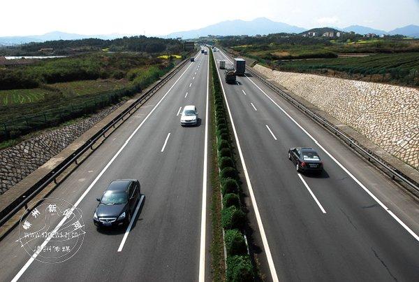 【改革开放40周年】高速公路让群众出行更便捷