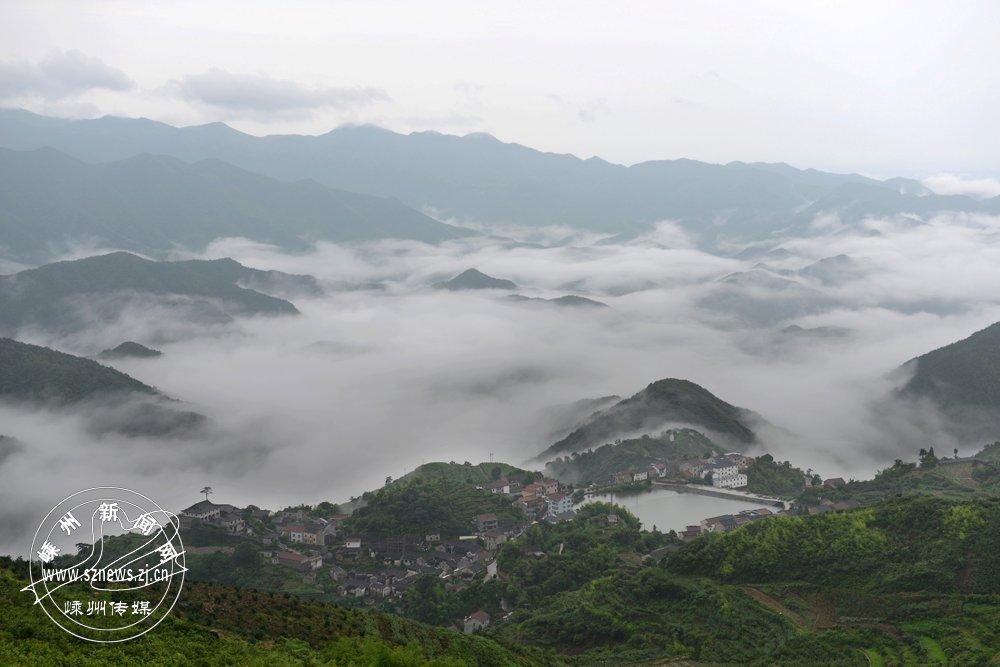 胡吉 《云上覆卮山》