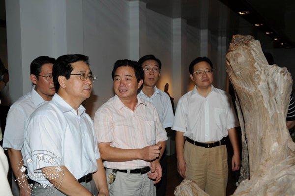 2008年8月7日,赵洪祝在嵊州艺术村