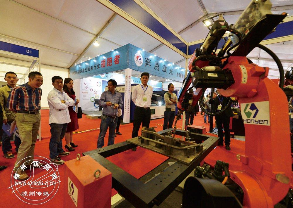 2015年10月,第八届中国(嵊州)电机・厨具展览会暨高新技术成果交易会在新落成的国际会展中心举行