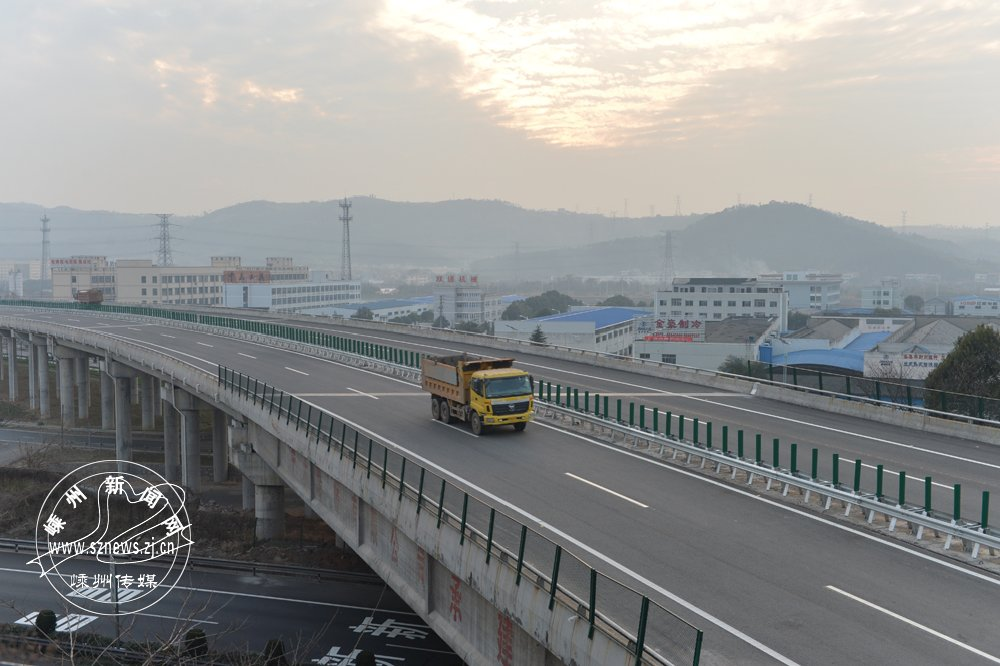 2015年2月,104国道嵊州段通过验收