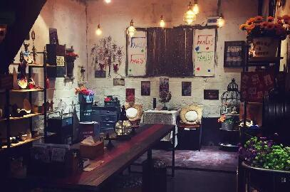 今日的新光村建起了浦江第一个创客联盟,图为村内的创客工作室.