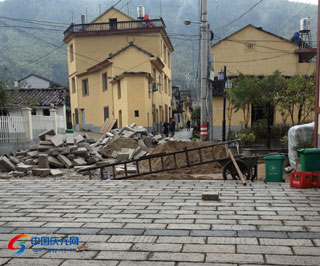 黄田镇大坑村进村道路拓宽改造工程有序推进
