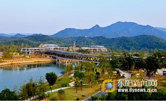 还可以在浙北地区唯一一个山谷中的大型游乐场南欢乐世界寻欢找乐