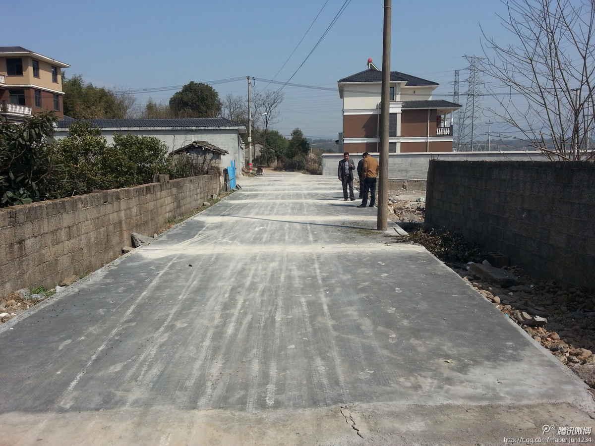 宕头新农村建设道路硬化工程迎验收