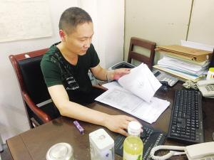 袁本:当好环境卫生的监督员