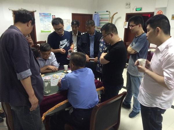 凤凰社区:象棋小比赛,拉近心距离