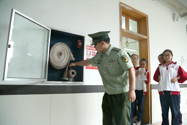 金东大队深入金华一中,艾青中学开展消防安全大检查 全力护航高考