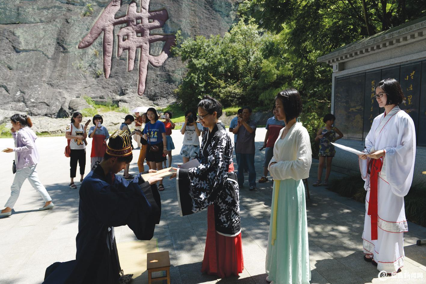 大佛寺景区上演冠笄之礼