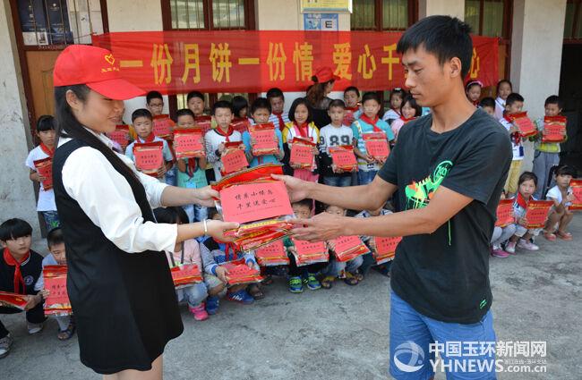 月饼 流动党员/每逢佳节倍思亲,在一年一度的传统团圆中秋佳节来临之际