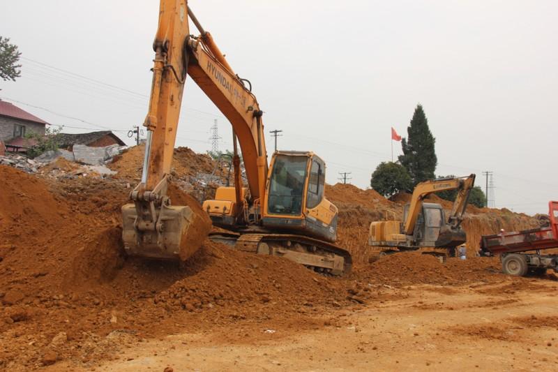 城东片区道路工程(一期)加紧施工