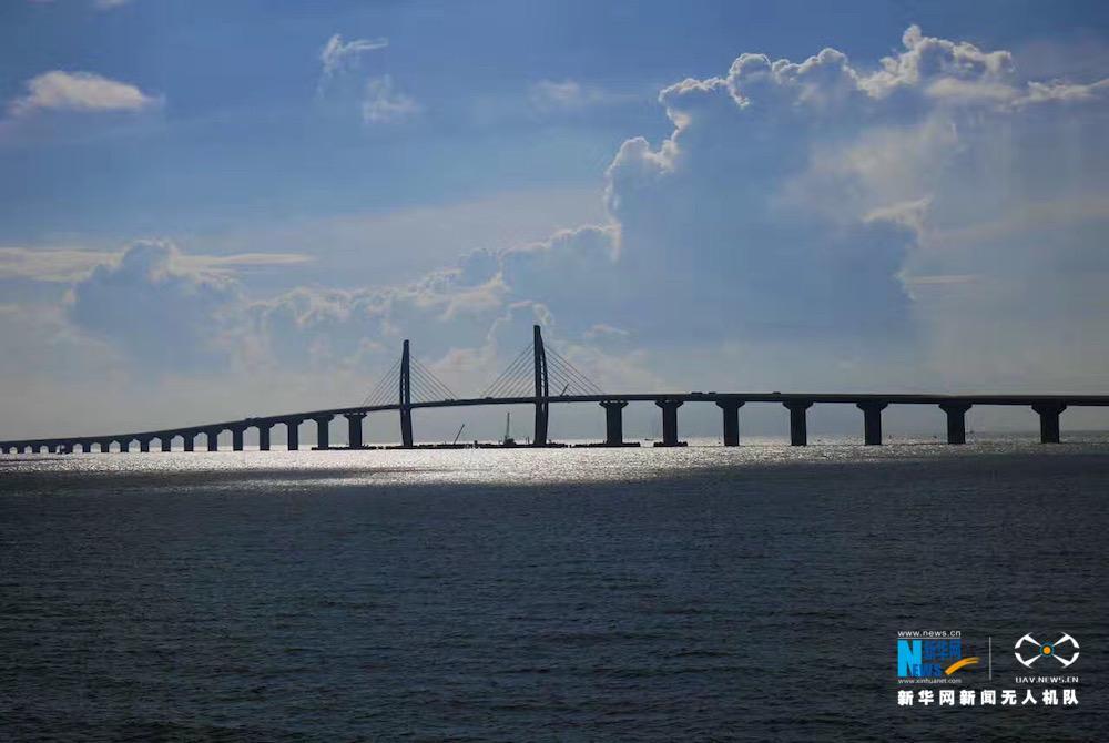 航拍 港珠澳大桥主体桥面今日全线贯通