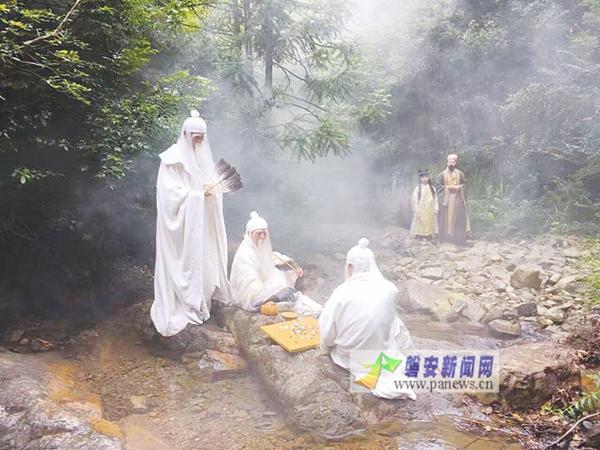 日本美女脱衣买愔_村民众筹拍的古装微电影《菇仙羊愔传奇》首映