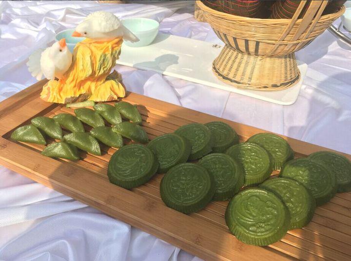 瓜、萝卜等食材雕刻的食雕为清明馃摆盘,生动不已.-各种乡间美食