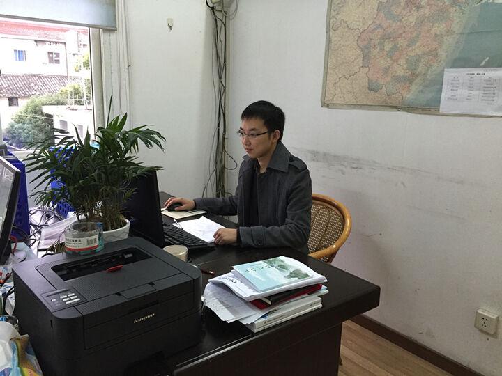陈良涛在办公司办公