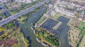 景美水清小河港