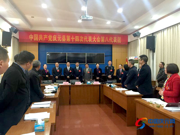 县领导亲切看望出席县第十四次党代会代表