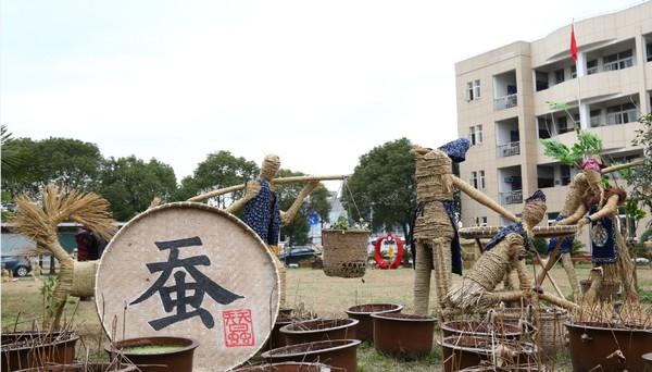 高桥镇第二届稻草人创意造型比赛在高桥镇中心小学火热举行