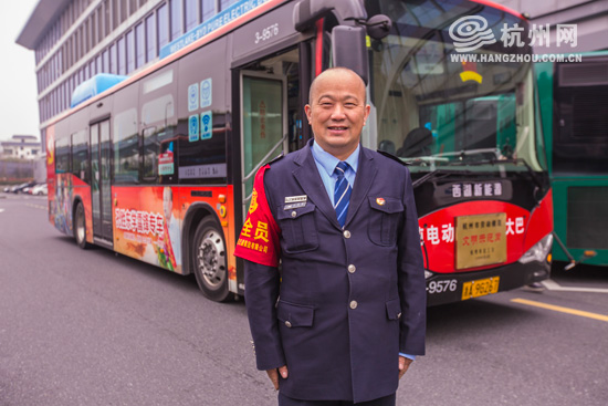 """【网络媒体走转改】最""""��嗦""""公交司机孔胜东:春运路上我送你回家"""
