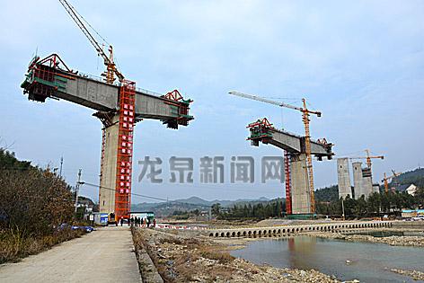 兰巨特大桥建设正有序?#24179;? width=