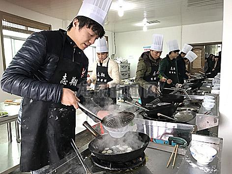 2017年首期中级中式烹调师培训班举办
