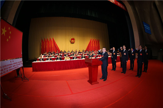新一届区政府领导班子下午进行宪法宣誓
