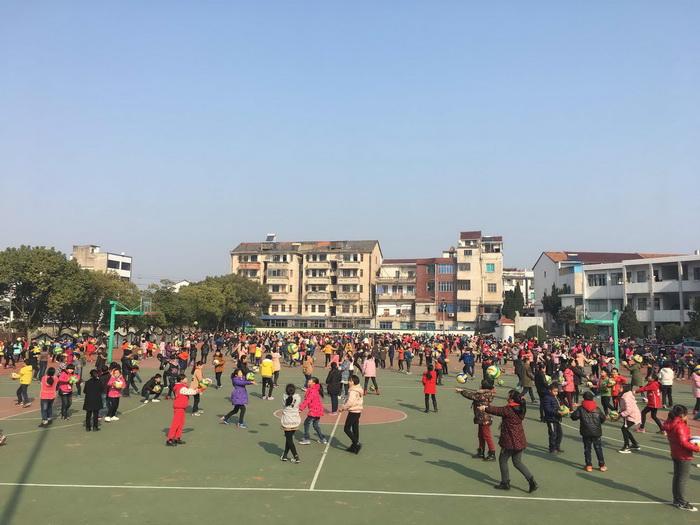 创排球文化――黄泽镇中心小学阳光运动我践行
