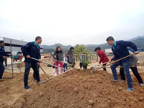 国镜药业齐心协力绿化美化生态厂区