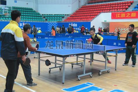 2017年中小学生乒乓球比赛在市体育馆开赛