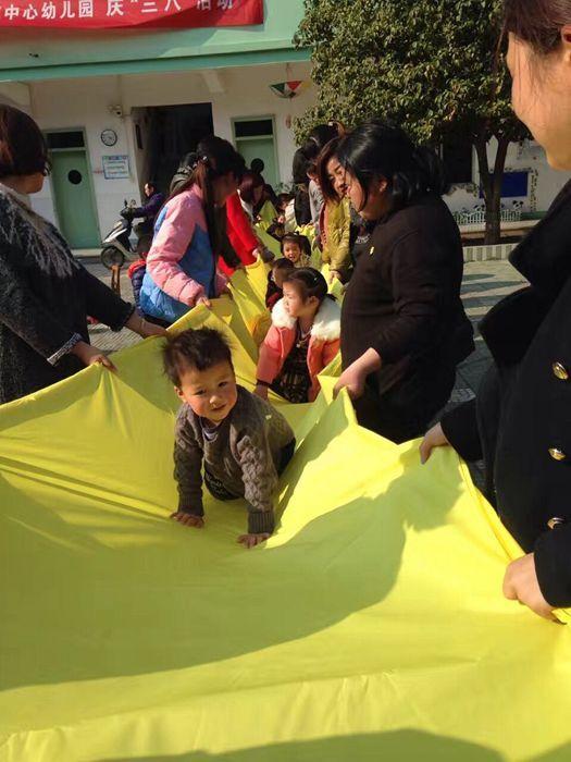 """""""放飞梦想,感恩有你""""――长乐镇中心幼儿园庆三八温馨活动"""
