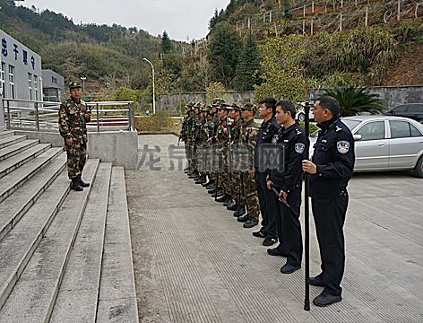 市看守所与武警中队开展处突防暴联合演练