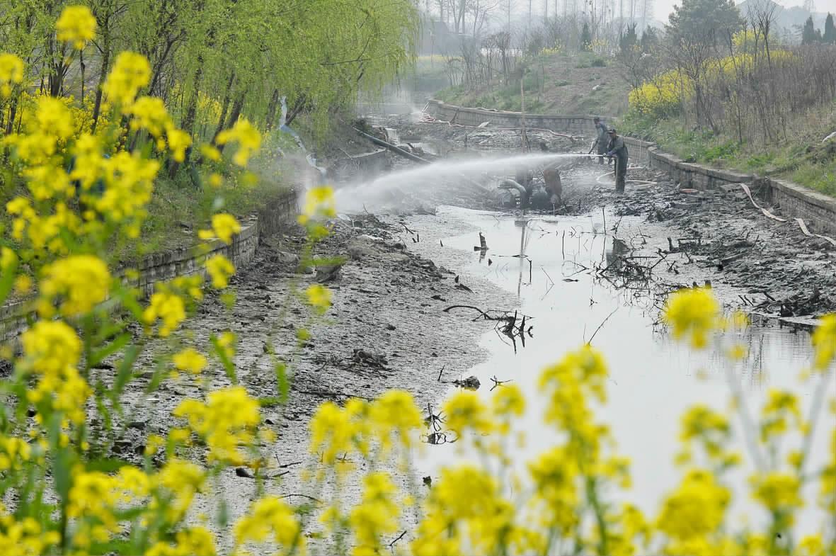 清淤治水建设美丽乡村