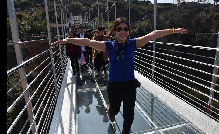 """磐安:""""玻璃桥""""上游人如织"""
