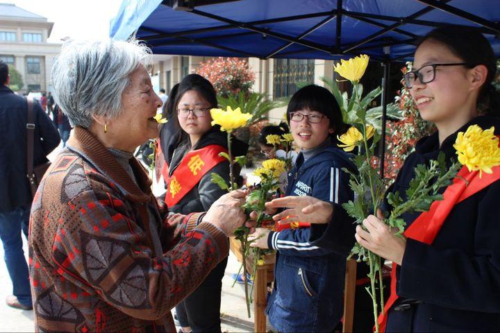 金华公墓携手志愿者 倡导市民文明祭扫弃陋习