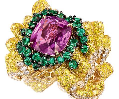 时装需要色彩提亮,对于珠宝更是这样!