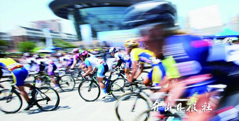 丹麦维乐概念女子职业自行车队选手佩德森·卡蜜拉获个人爬山积分第图片