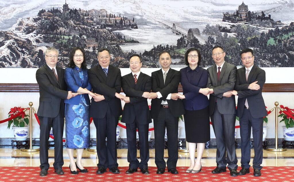 新一届民建省委会领导班子产生 陈小平当选为主委