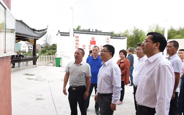 江宇一行来我市督导村和社区组织换届工作。