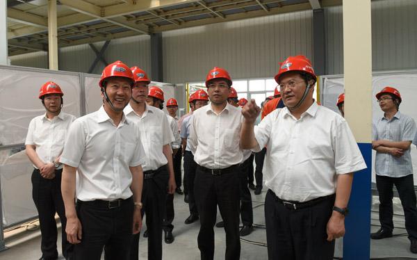 张兵一行实地考察吉利汽车临海产业园30万辆产能扩建项目。