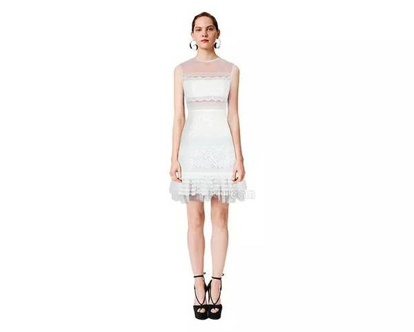 穿上Three Floor的仙女裙,你也能像关关一样华丽变身!