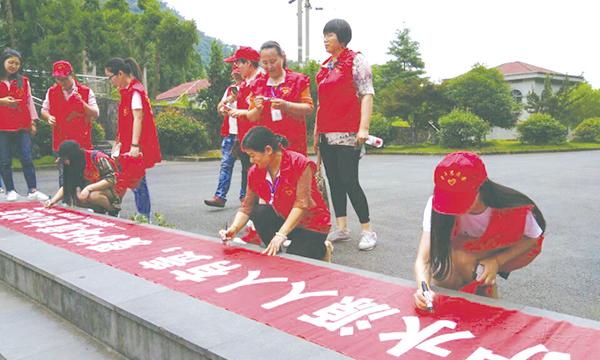 环保志愿者 倡导绿色环保