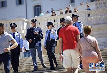 中国意大利两国警方在意开展警务联合巡逻