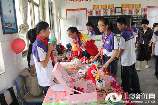 """崧厦镇中举行七年级庆""""六?一""""游园暨义卖活动"""