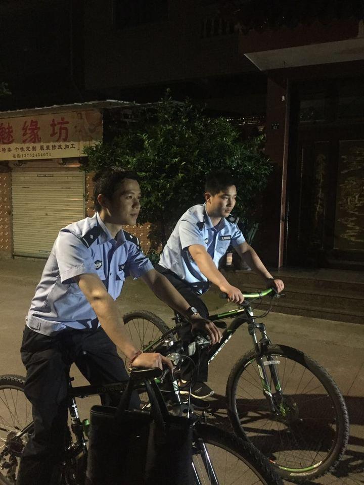 """与民众联络无间隙 嵊州推出自行车上的""""警务管家"""""""