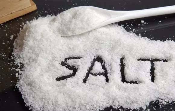 """食药监局击破十大食品谣言:低钠盐不是""""夺命盐"""""""