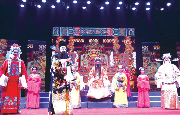 """南京溧水""""文化走亲""""戏曲专场演出在台州影剧院举行。"""