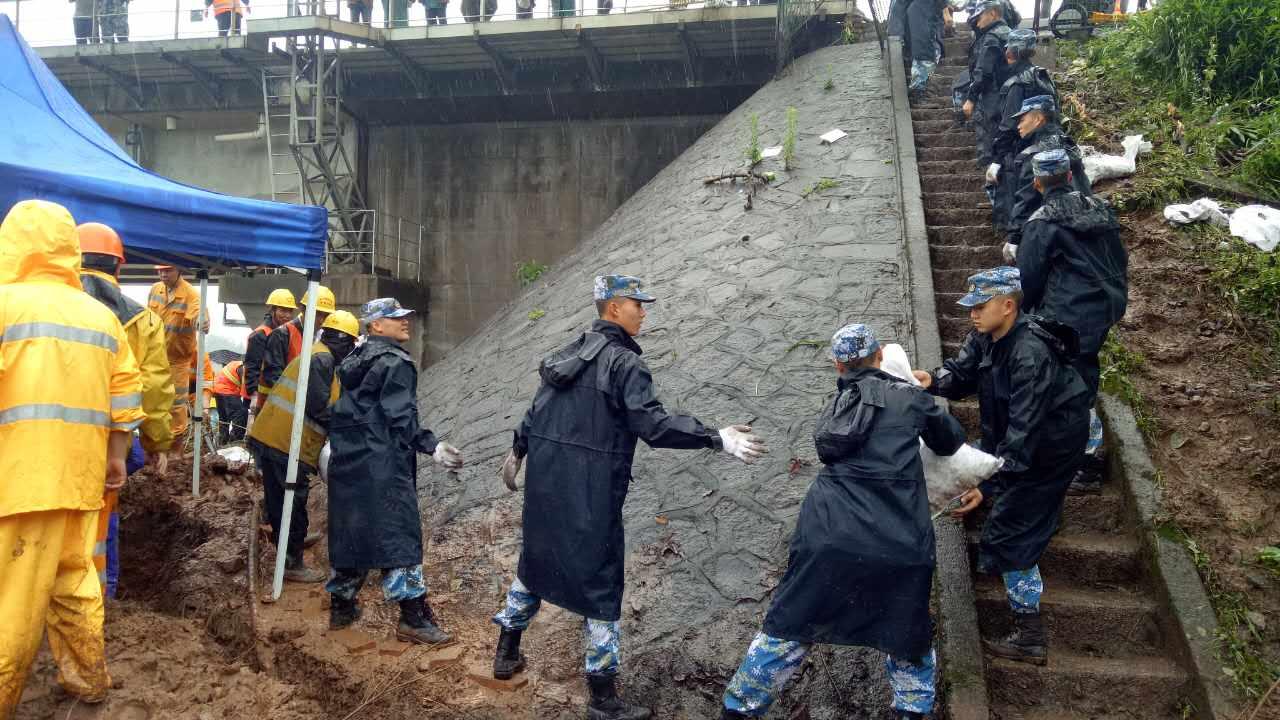 滚动丨江山:500多人投入浙赣铁路抢险 爆破拦水坝