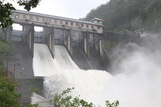 兰溪桥水库开闸泄洪